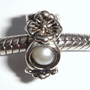 Three flowers and 3 pearls alternated