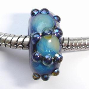 Blauw met glimmende vlekken en stippen van zilverglas