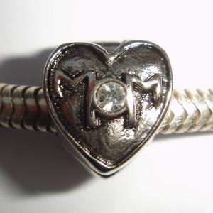 Clip in hartvorm met 'MoM' erop en zirkonia