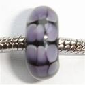 Zwart met paarse vlekjes in drie rijen