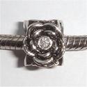 Vier roosjes met in het midden een zirkonia's