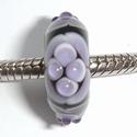 Zwart met paarse vlekken en stipjes
