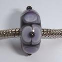 Zwart met paars-witte vlekken, dubbele vlekken en stipjes