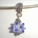 Transparant met lichtblauwe en donkerblauwe stipjes