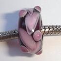 Paars met roze zakkers en stipjes op vlekjes