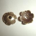Zilveren kralenkapje gestempeld bloemetje