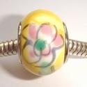 Porselein met bloemen in geel/groen/roze