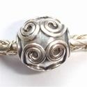 Zilveren kraal rond met spiralen, antiek