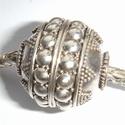 Zilveren kraal met grote noppen en kleine stipjes, antiek