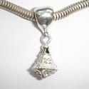 Beautiful pendant with white zirconia's