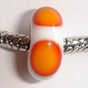 Wit met rood-oranje vlekken